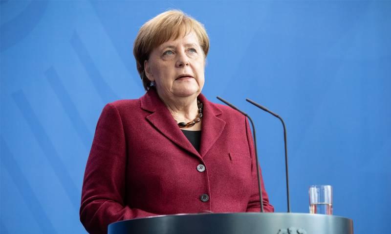 メルケル首相は、米国に軍隊を撤退させないよう求め、ロシア連邦がINF条約の崩壊で非難した