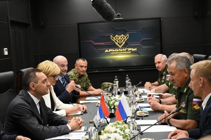 贝尔格莱德邀请谢尔盖·绍伊古评估塞尔维亚军队的战备情况