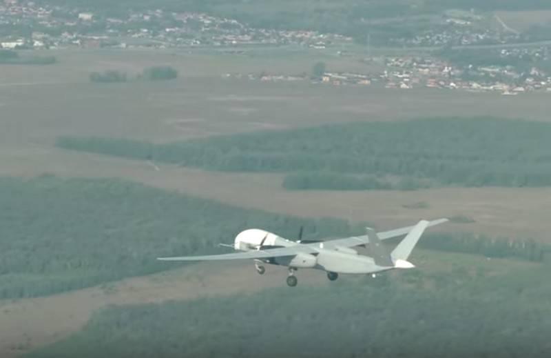 No Ocidente, comentou sobre o primeiro vôo do novo drone Altius-U
