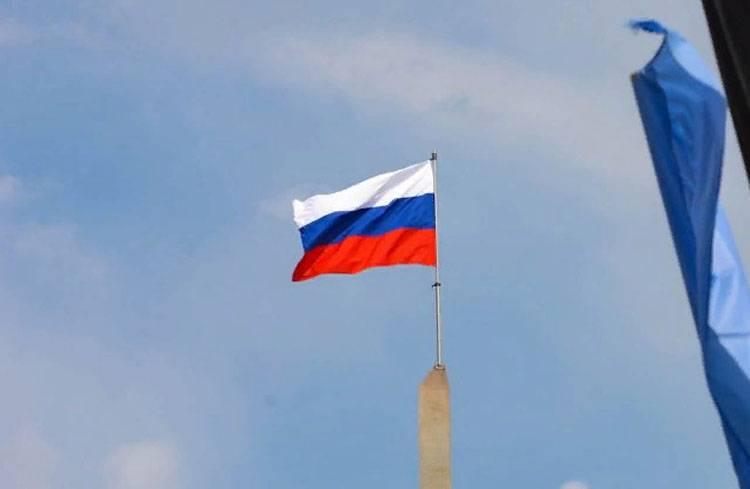 Поднятый в Донецке флаг России вызвал негодование в Киеве
