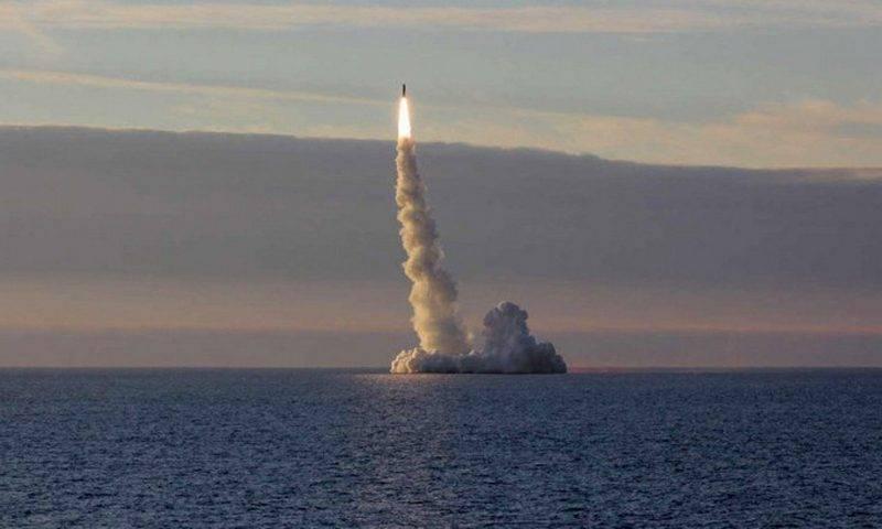 Russische Atom-U-Boote Tula und Yuri Dolgoruky feuerten auf Sineva und Bulava