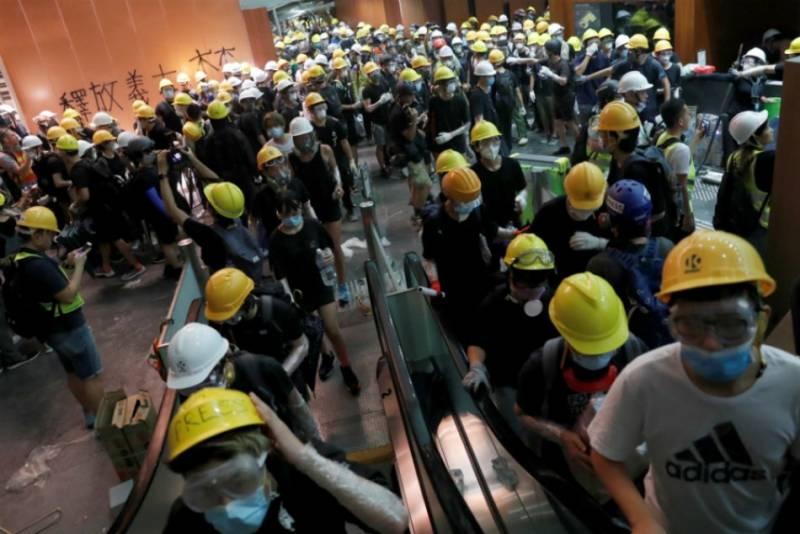 Беспорядки в Гонконге. Применит ли Китай армию и что будет делать Запад