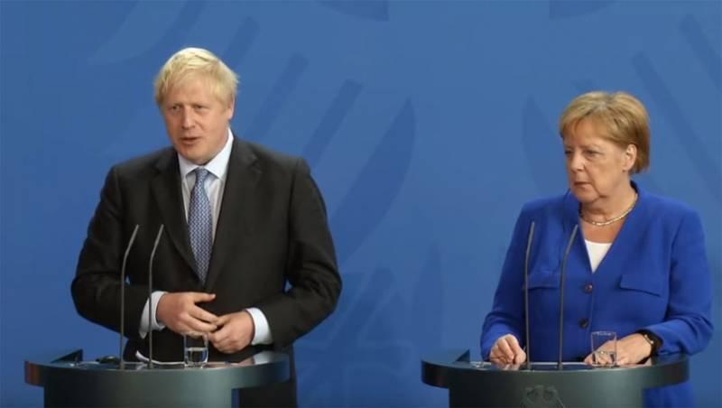 """В G7 появилась """"оппозиция"""": Джонсон и Меркель против возвращения России"""