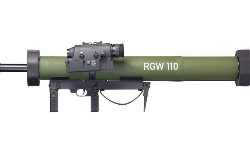 En Alemania, desarrolló un nuevo lanzagranadas 110-mm desechable RGW 110