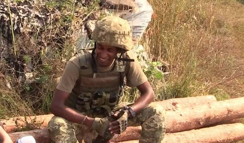 सशस्त्र बलों के 72-th ब्रिगेड से सूडानी ने कहा कि डोनबास में रूस के खिलाफ लड़ाई है