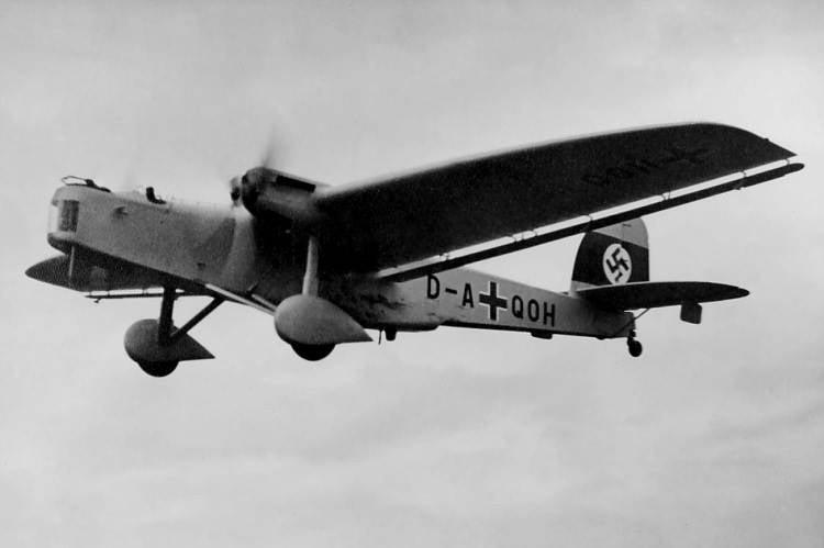 """Aviões de combate. """"Tia Yu"""": estranho, mas útil"""