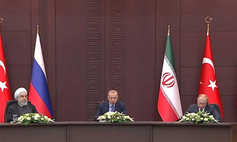 푸틴 대통령은 앙카라에서 시리아는 영향의 영역으로 나뉘어서는 안된다고 말했다