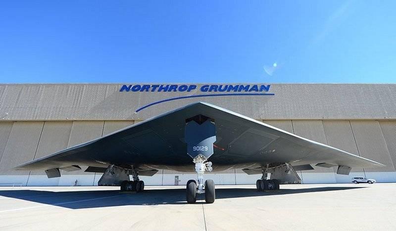 अमेरिका ने एक बमवर्षक बी-एक्सएनयूएमएक्स के पहले उड़ान मॉडल को इकट्ठा करना शुरू किया