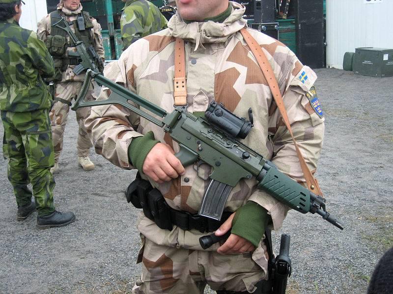 FFV-890C vs. AK5: competição de armas sueco-israelense