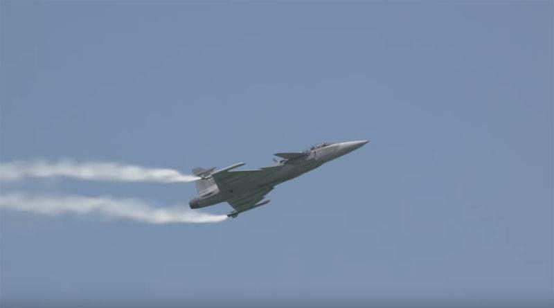 In China wurde das Beispiel von JAS 39 Gripen angeführt, das Su-27 dominiert
