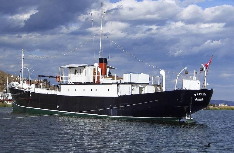 टिटिकाका झील पर पेरू की नौसेना