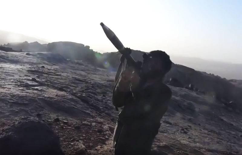 보석류의 정밀함을 갖춘 800 m의 Husite가 RPG에서 촬영 한 사진