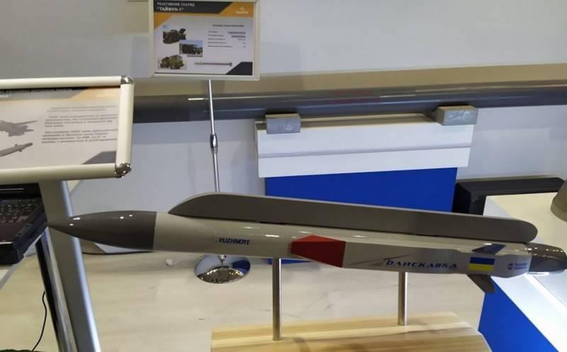 En Ucrania, presentó un modelo de un misil hipersónico de avión