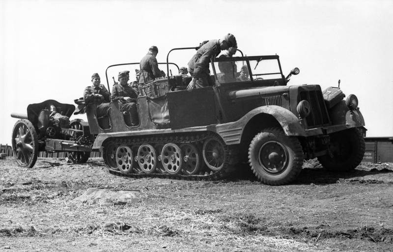 The main armored personnel carrier of the Wehrmacht. Sd.Kfz. 251 Ganomage