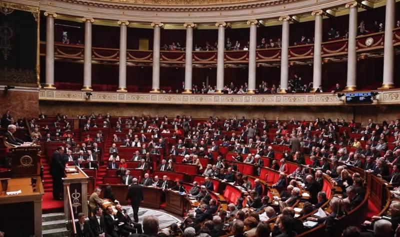 Paris exige sanções e suspensão da participação da OTAN na Turquia