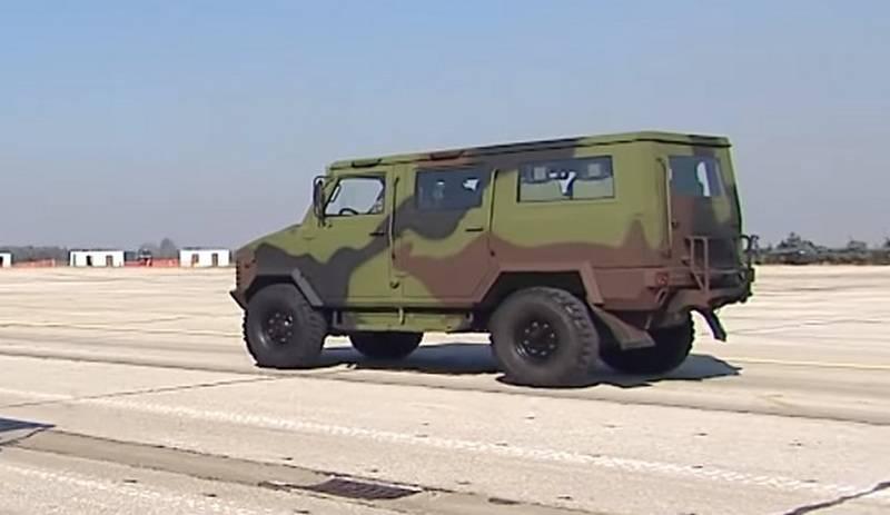 Que equipamento militar foi mostrado a Medvedev no desfile sérvio