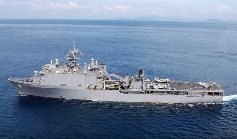 Navio de desembarque da Marinha dos EUA armado com laser de combate