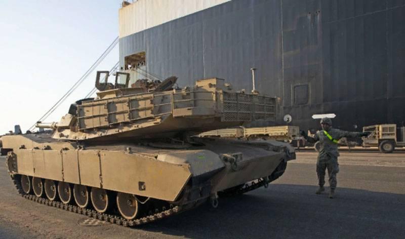 O maior lote de equipamentos militares americanos descarregados no porto de Riga