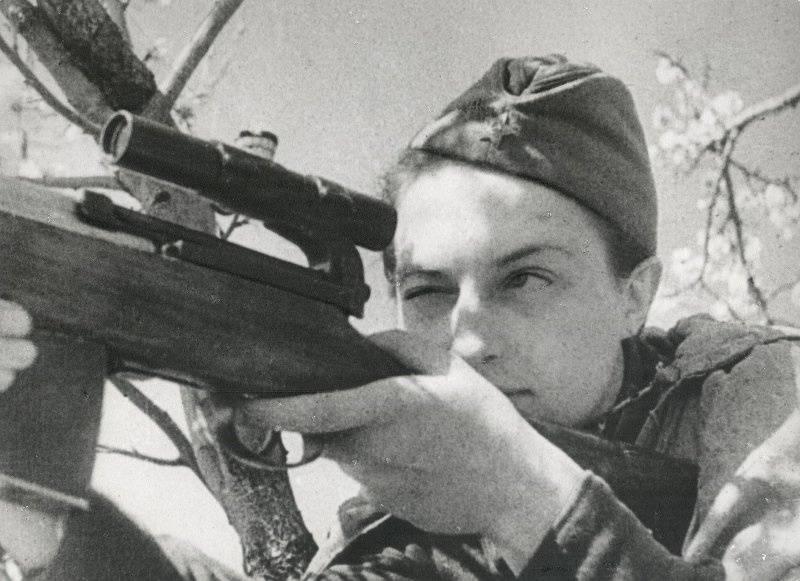 Lyudmila Pavlichenko。 最著名的女狙击手