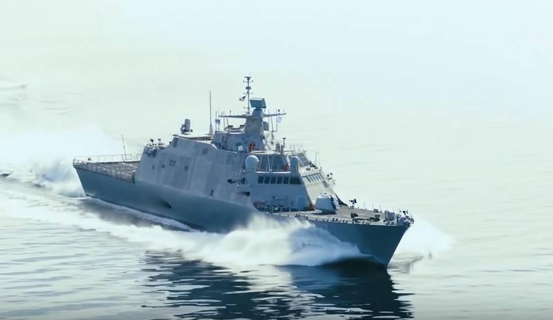 US Navy mit einem anderen Schiff der Küstenzone aufgefüllt
