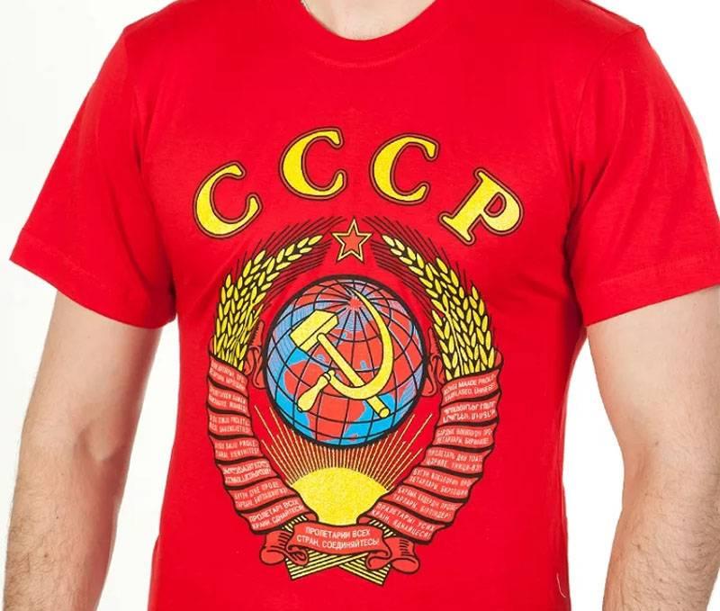 En Ukraine, procès pénal d'un homme vêtu d'un t-shirt avec les armoiries de l'URSS