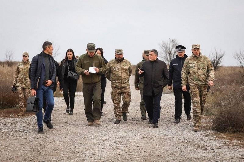 """Avakov a ouvertement exprimé son soutien au bataillon national """"Azov"""""""