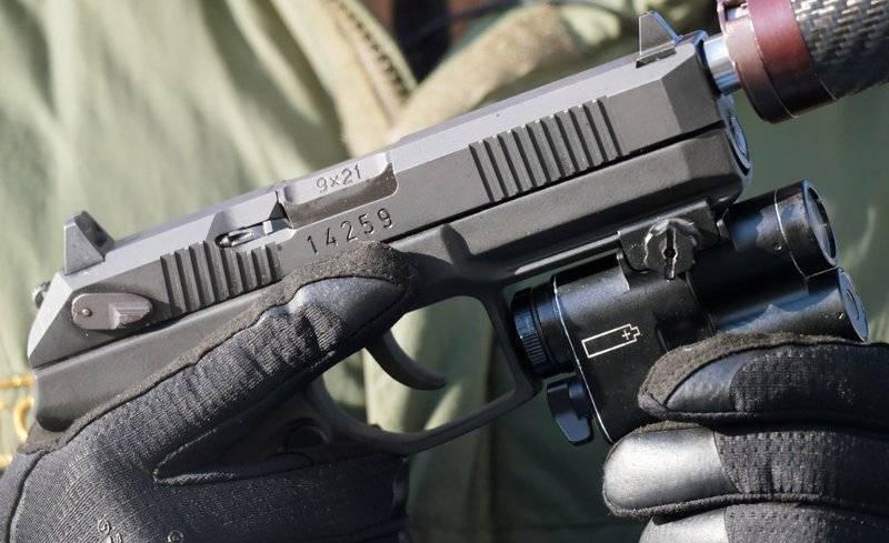 """俄罗斯军队采用的最新手枪""""蟒蛇"""""""