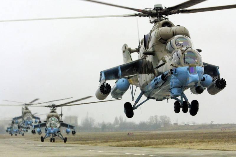 चार हड़ताल Mi-24P ने केंद्रीय सैन्य जिले की सेना के विमानन की ब्रिगेड की रचना को फिर से बनाया