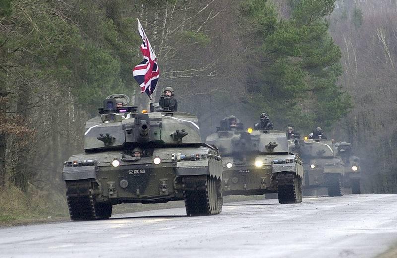 ब्रिटेन ने बख्तरबंद वाहनों को एस्टोनिया स्थानांतरित करना जारी रखा है