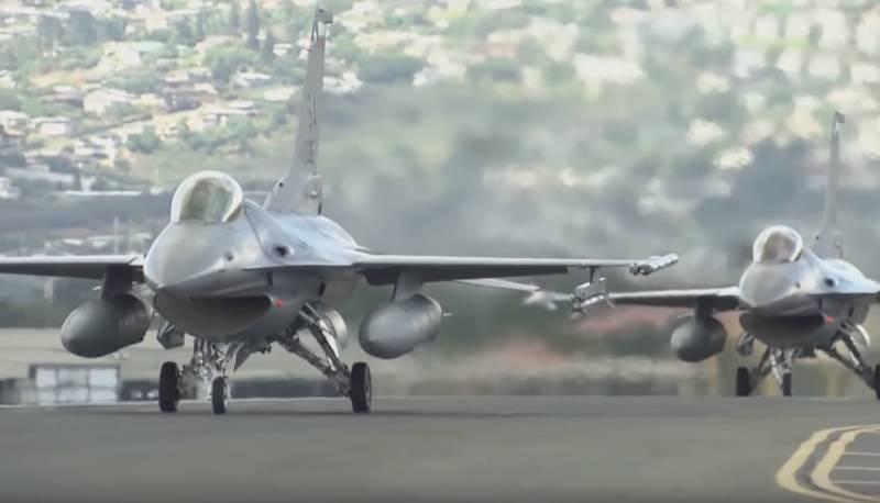 США подготавливают Вьетнам к переходу на F-16