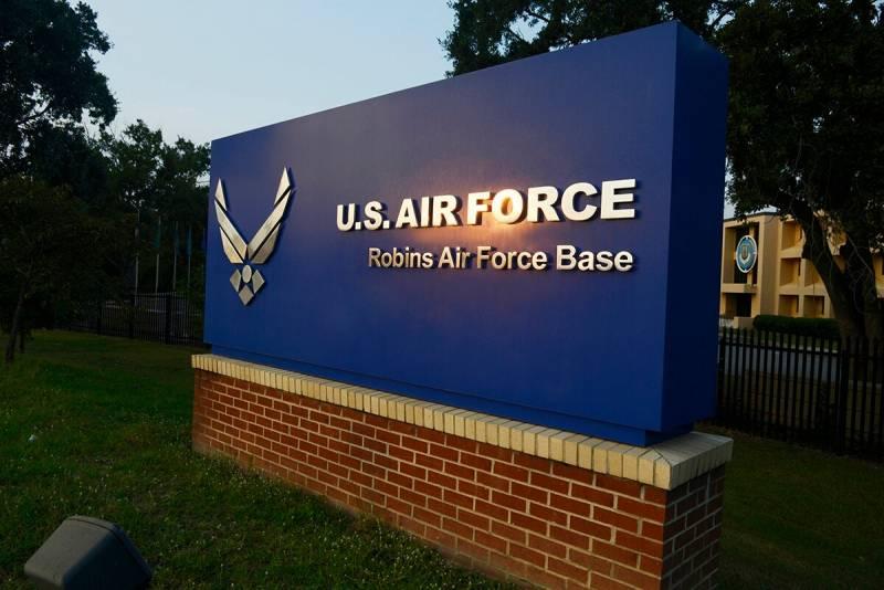Трое погибли при попытке проникнуть на базу ВВС США