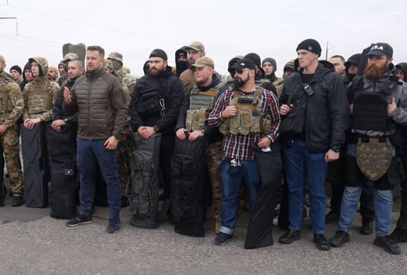 """Радикалы возмущены: в конгрессе США предложили признать """"Азов"""" террористической группировкой"""
