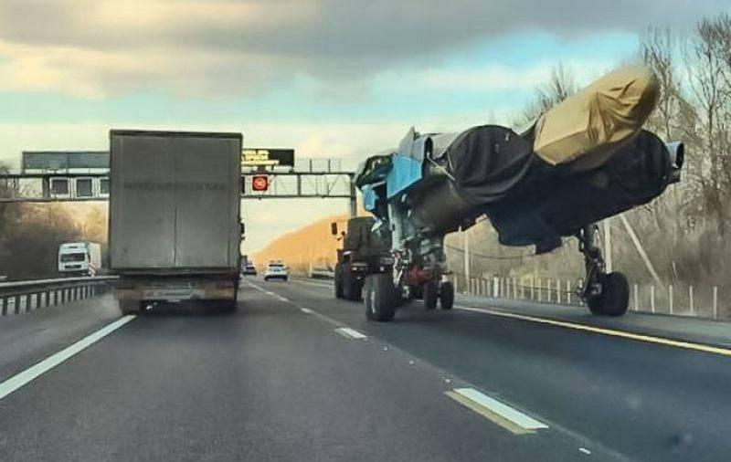 वोरोनिश के पास राजमार्ग पर रूसी सु-एक्सएनयूएमएक्स ने अमेरिकियों को आश्चर्यचकित किया