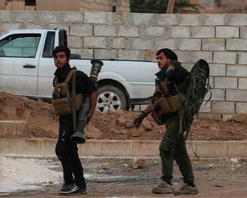 """बख्तरबंद वाहनों पर टैंक रोधी प्रणालियों से: कुर्दों ने उत्तरी सीरिया में तुर्की गश्त की """"बैठक"""" दिखाई"""