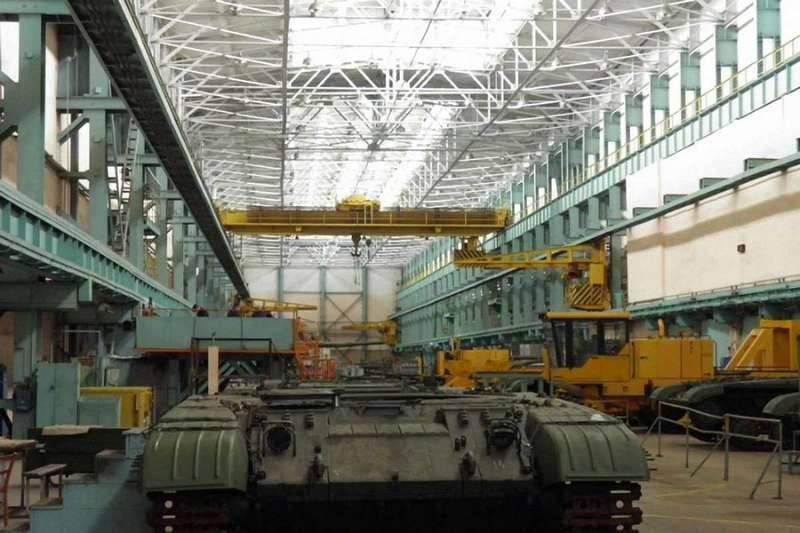 Un char en dix ans: Zelenski est choqué par la situation à l'usine de Malyshev