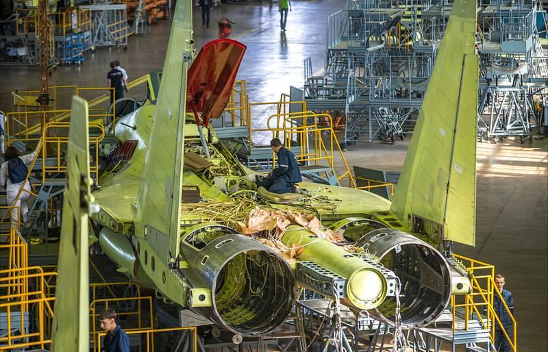 국방부는 Su-35С 및 Su-57 전투기 공급 계획에 대해 발표했습니다.