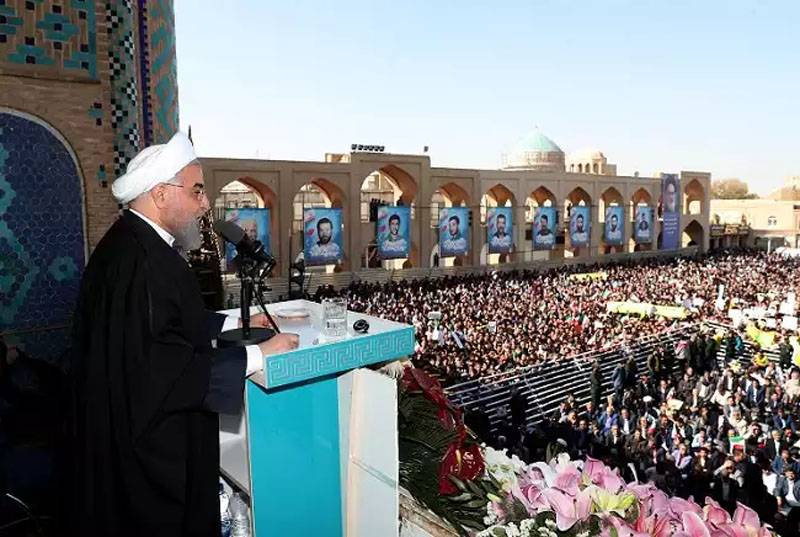 Rouhani announces discovery of new oil field with huge reserves in Iran