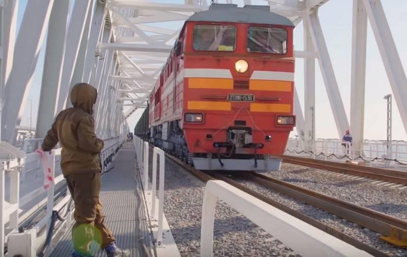 A Kiev, ha minacciato di rispondere all'apertura del traffico ferroviario sul ponte di Crimea