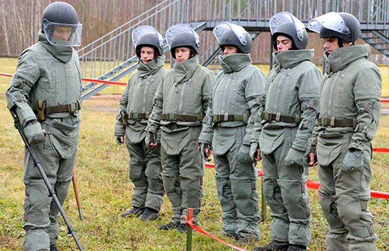 "Sappers of the South-Eastern Military District received protective suits ORV-2 ""Falcon"""