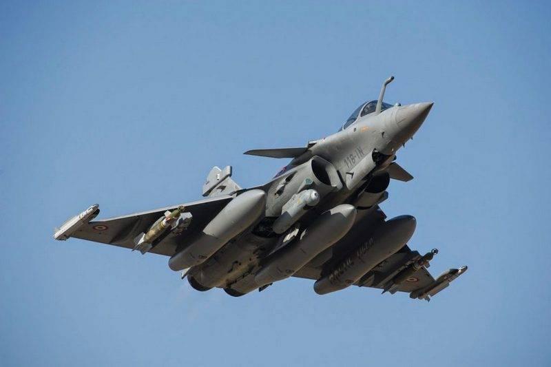 """फ्रांसीसी वायु सेना का इरादा """"राफल्स"""" पर एक और आधी शताब्दी के लिए उड़ान भरने का है"""