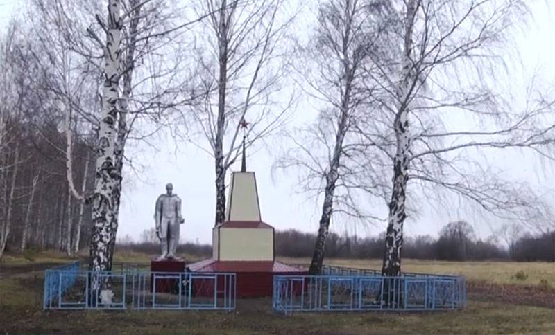 The head of a rural settlement in Mordovia sheathed a monument to the siding that fell in WWII and responded to criticism
