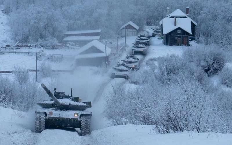Tanques atualizados da frota do norte T-80BVM assustaram o exército norueguês