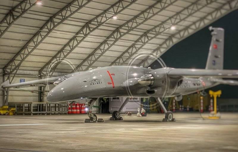 在土耳其开始使用乌克兰发动机对Akıncı无人机进行测试