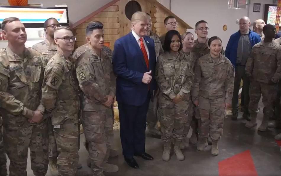 визит президента США в Афганистан - много военных женщин