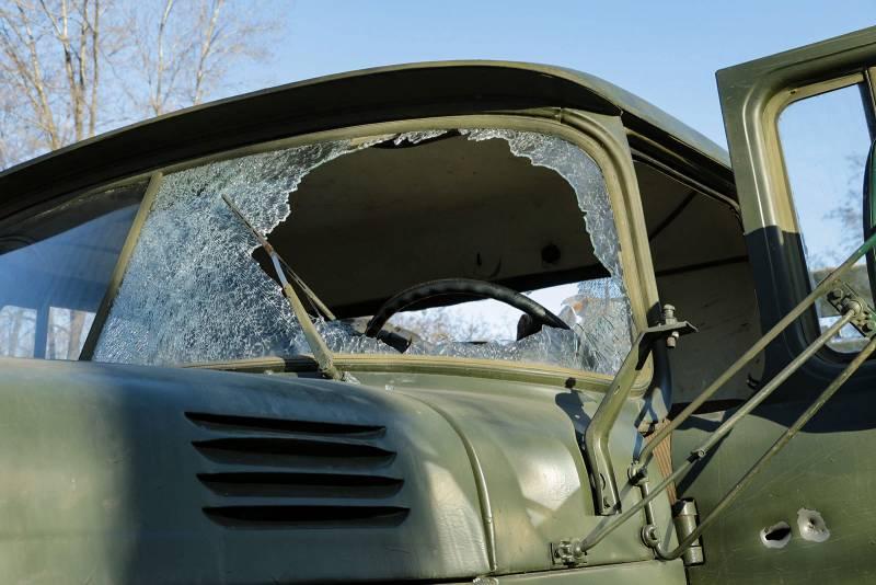 Несколько щепок и разбитое стекло грузовика ВСУ назвали результатом попадания ПТУР