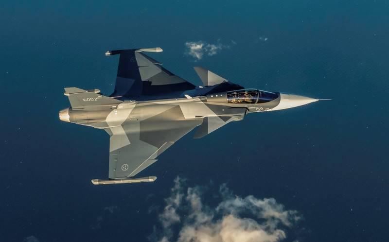 İsveç'te, ülkenin hava kuvvetleri için ilk üretim olan JAS-39E Gripen NG'yi test etti.