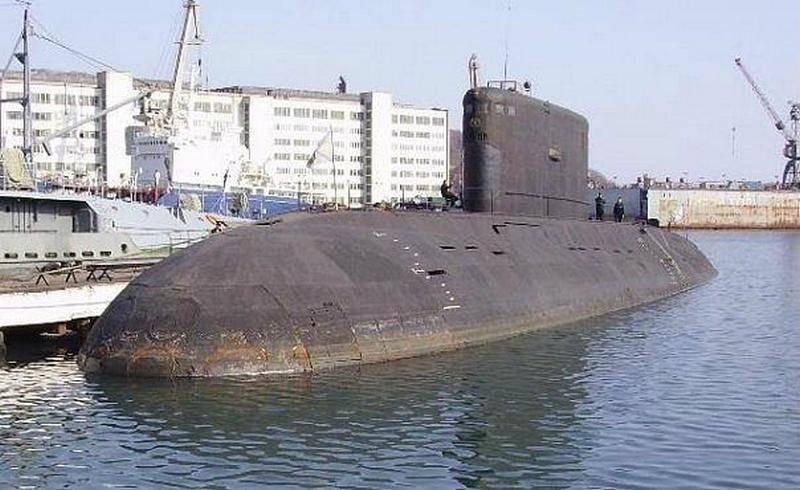 В Находке при буксировке на утилизацию частично затонула подводная лодка