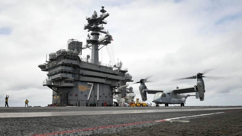 Aux États-Unis, des convertiplans de transport CMV-22B Osprey sont en cours de développement pour les porte-avions