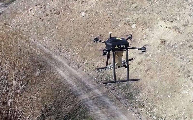 Турецкие ВС получили на вооружение новый ударный беспилотный квадрокоптер Songar