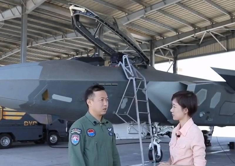 На китайском ТВ назвали средний возраст пилотов истребителей J-20